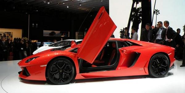 Lamborghini_Aventador_1