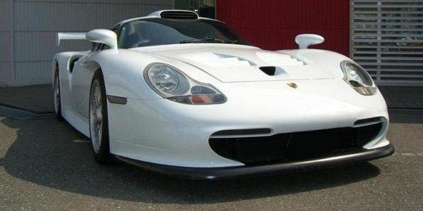 Porsche_911_GT1_3