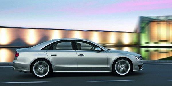 Audi S8-6