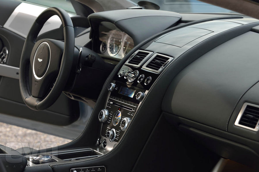 Essai aston martin db9 2013 speedfans for Aston martin db9 interior