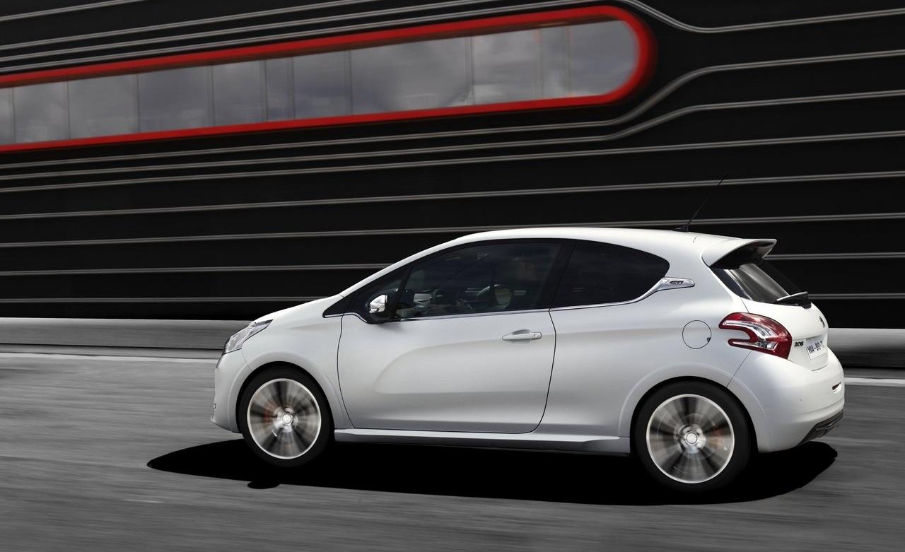 Peugeot-208_GTi_2014_1