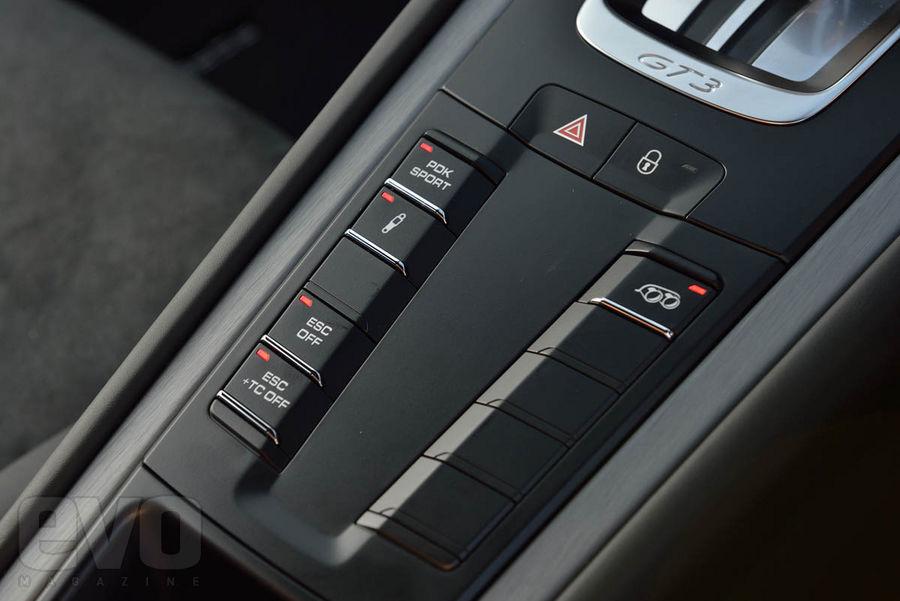 991 GT3 console Essai : Porsche 991 GT3, jouissive