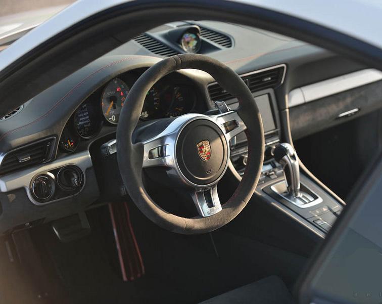 http://www.speedfans.fr/wp-content/uploads/2013/07/cockpit-991-gt3.jpg