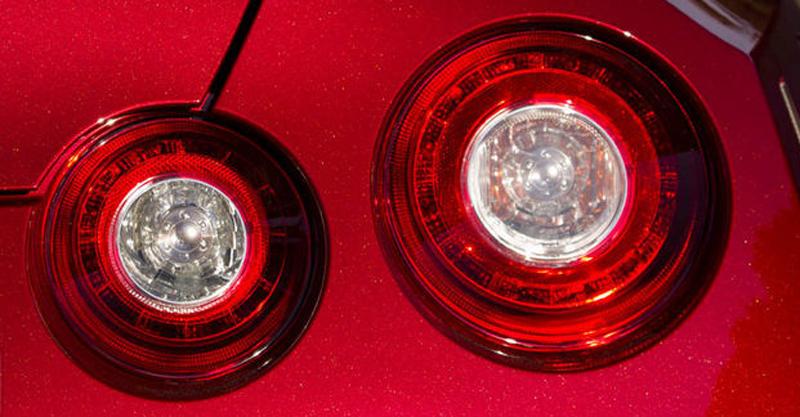 nissan GT-R 2014-feux