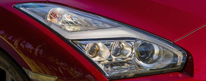 nissan GT-R 2014-projecteurs