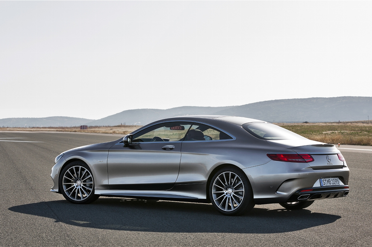 2015-Mercedes-Benz-S-Class-Coupe-rear-side-view-on-track