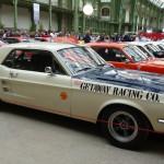 Cinquantenaire oblige, les Ford Mustang abondent.