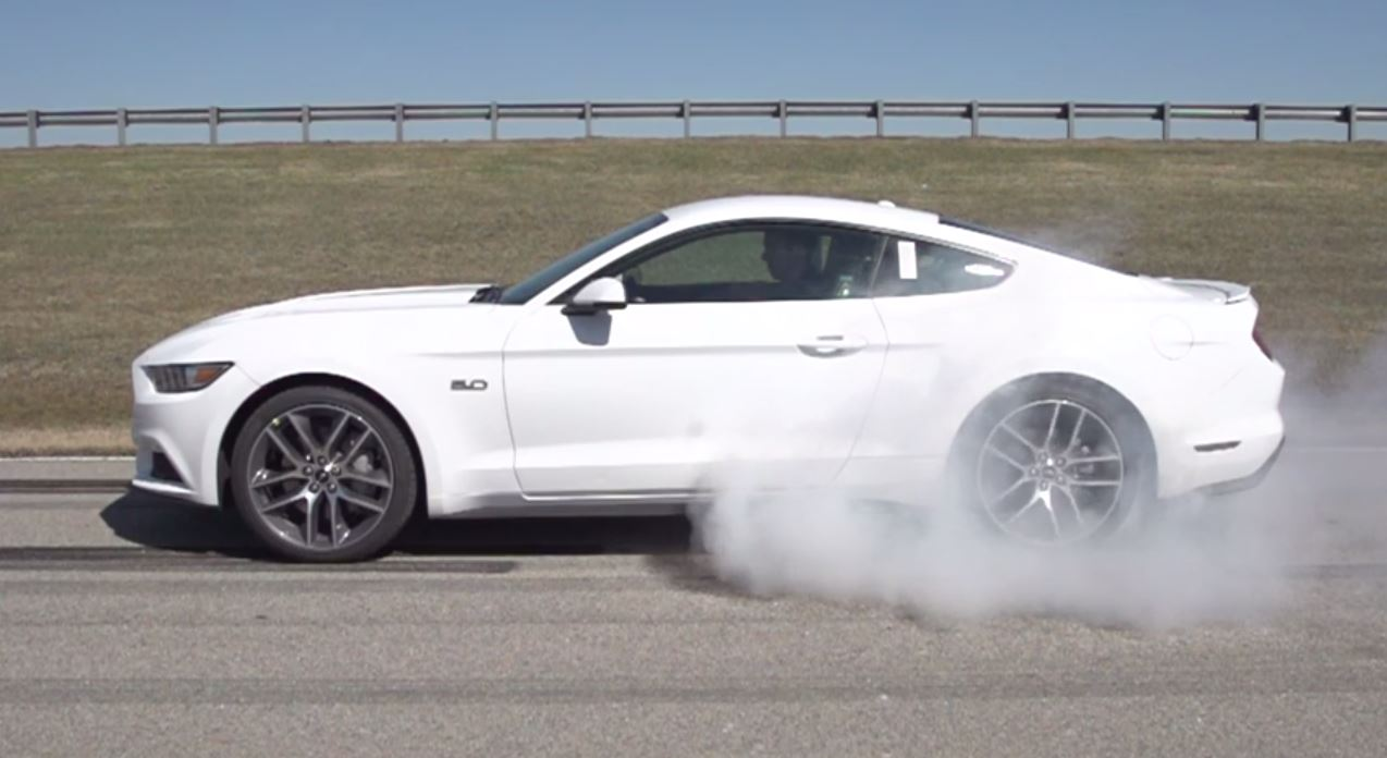 Ford Mustang 2015 burnout 2