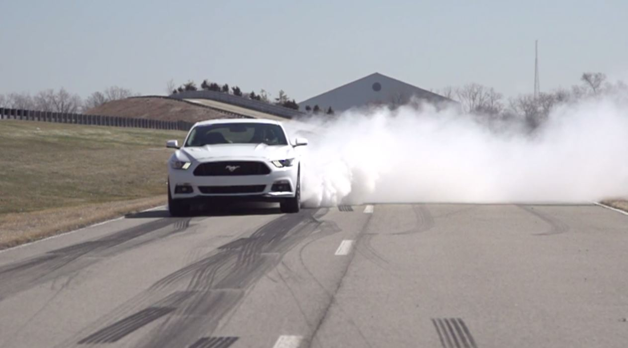 Ford Mustang 2015 burnout