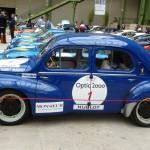 Même les populaires ont leur place, comme cette Renault 4CV.