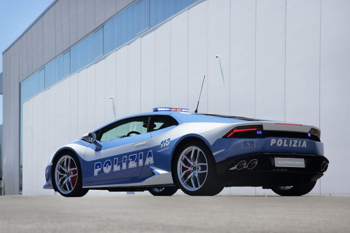 Lamborghini-Huracan-pour-la-police-italienne.5-1200x799