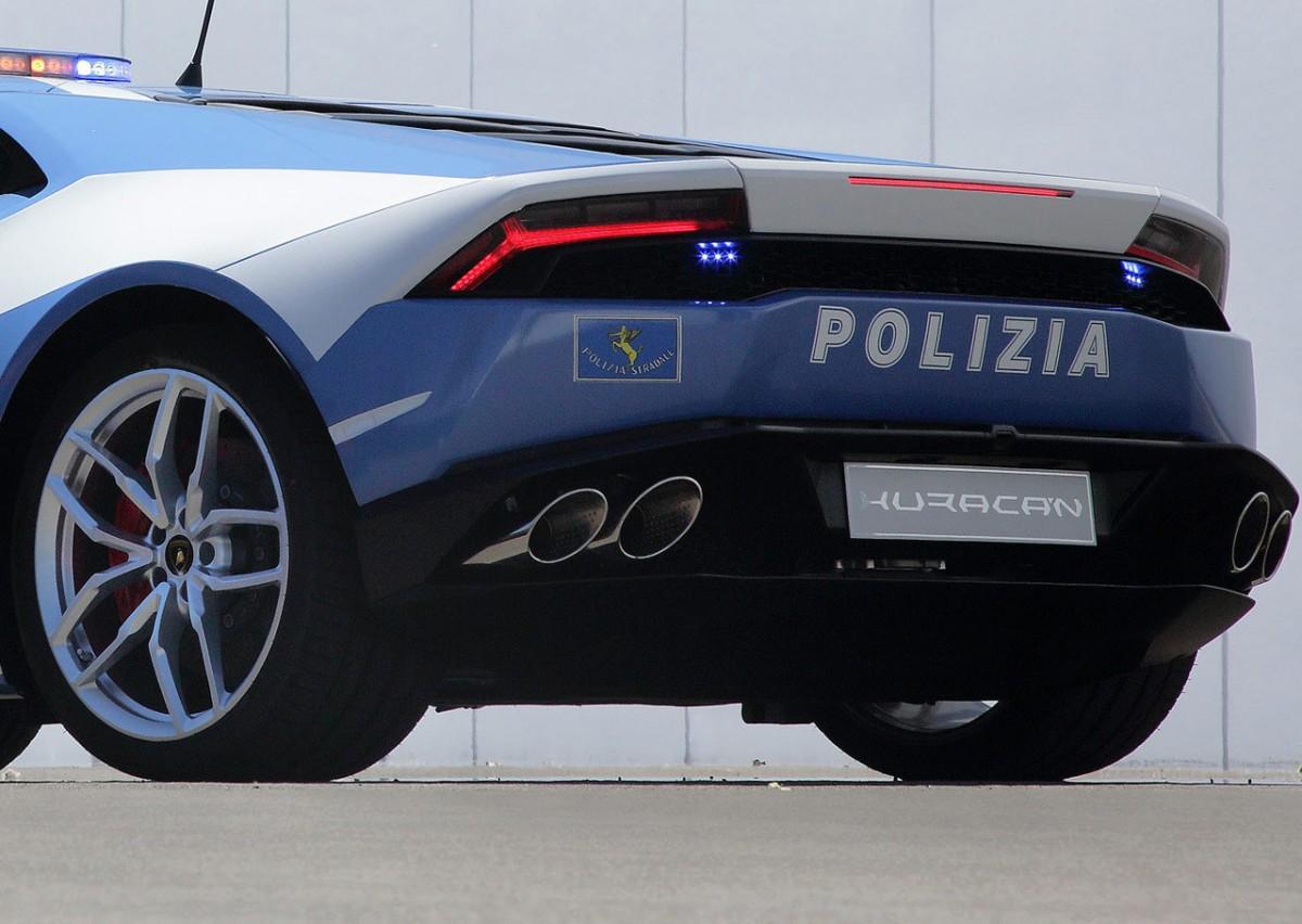 Lamborghini-Huracan-pour-la-police-italienne.8-1200x852