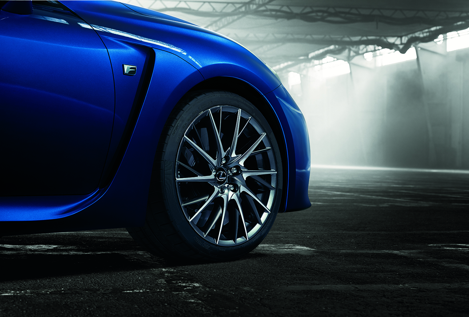 01_Lexus_RC_F_location_frontside_high