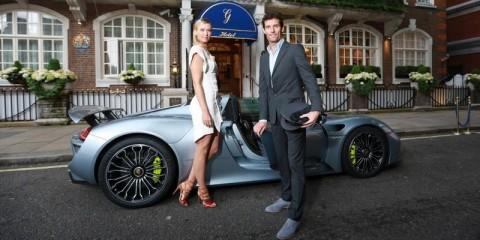 Maria_Sharapova_and_Mark_Webber_and_Porsche_918_Spyder