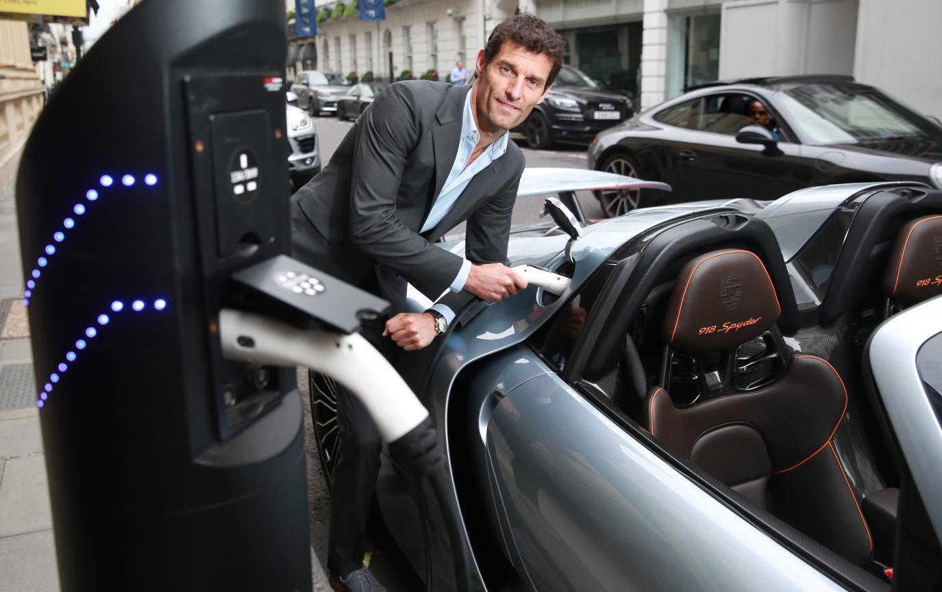 Porsche_Works_Le_Mans_driver_Mark_Webber_recharges_the_Porsche_918_Spyder_in_London