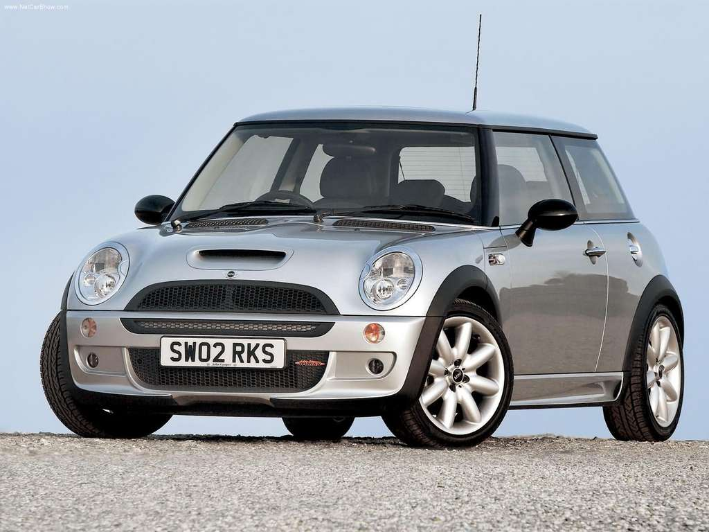 Mini-Cooper_S_John_Cooper_Works_with_Aerodynamic_Kit_2003_1024x768_wallpaper_01