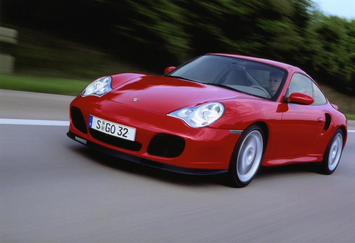 La 996 Turbo n'existe qu'en phase 2 aux phares modifiés.