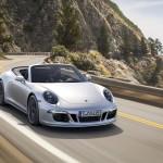 Embargo_00_01_8_October_2014_Porsche_911_Carrera_4_GTS_front_three_quarter_action