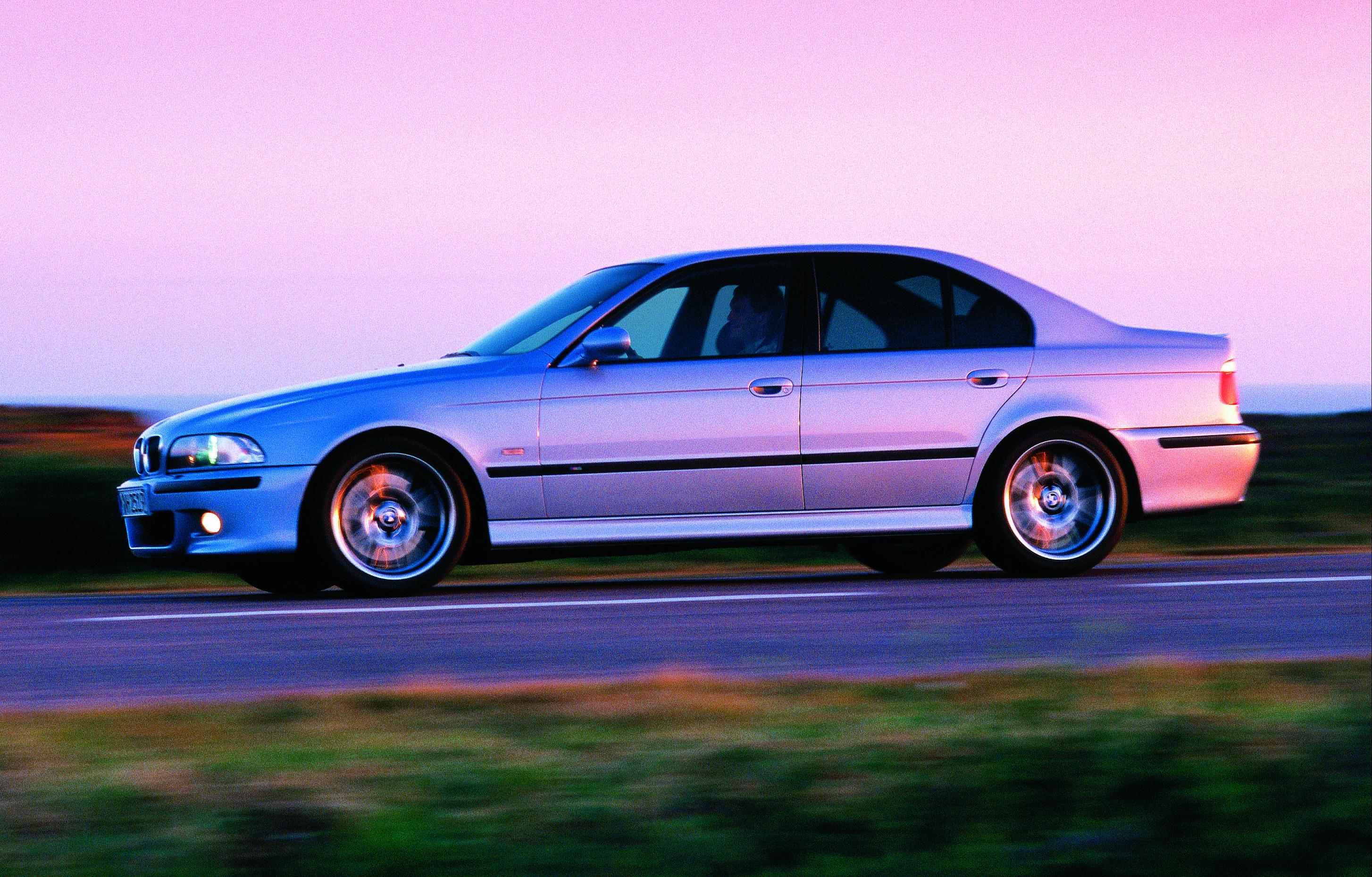 Les M5 E39 ne sont certes plus construites artisanalement, mais profitent d'un V8.