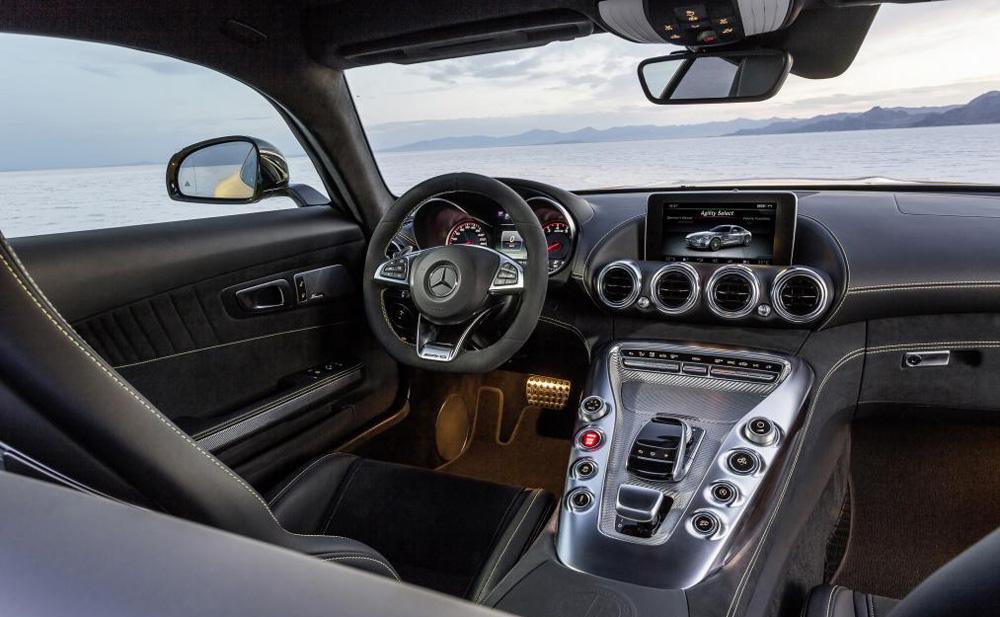 mercedes-amg-gt-cockpit