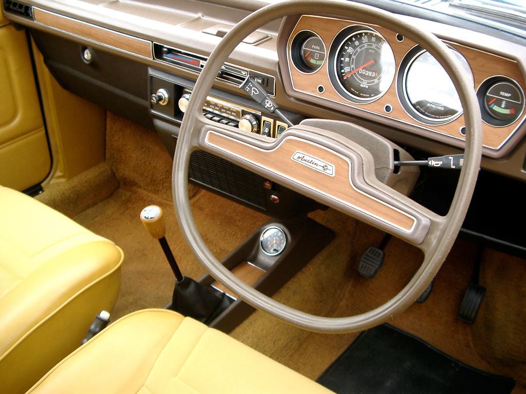 1024px-Austin_Allegro_Interior_with_Quartic_steering_wheel