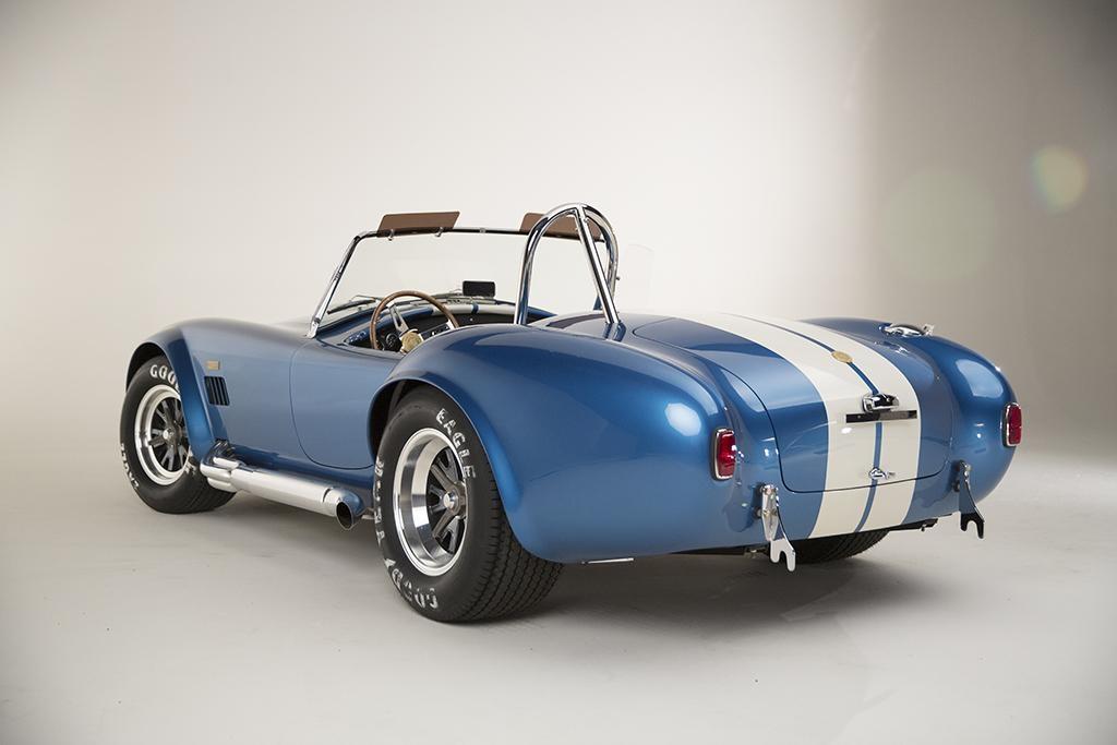 Rassurez-vous : si votre tracteur perd son pot d'échappement, il suffira de prendre celui de cette Cobra !