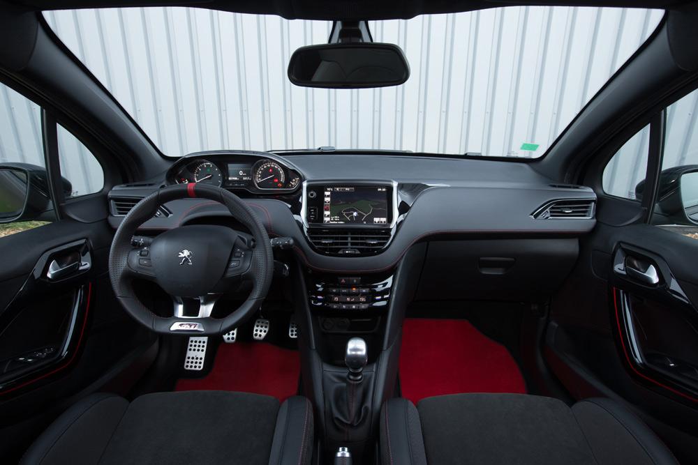 Peugeot-208-GTI-tableau