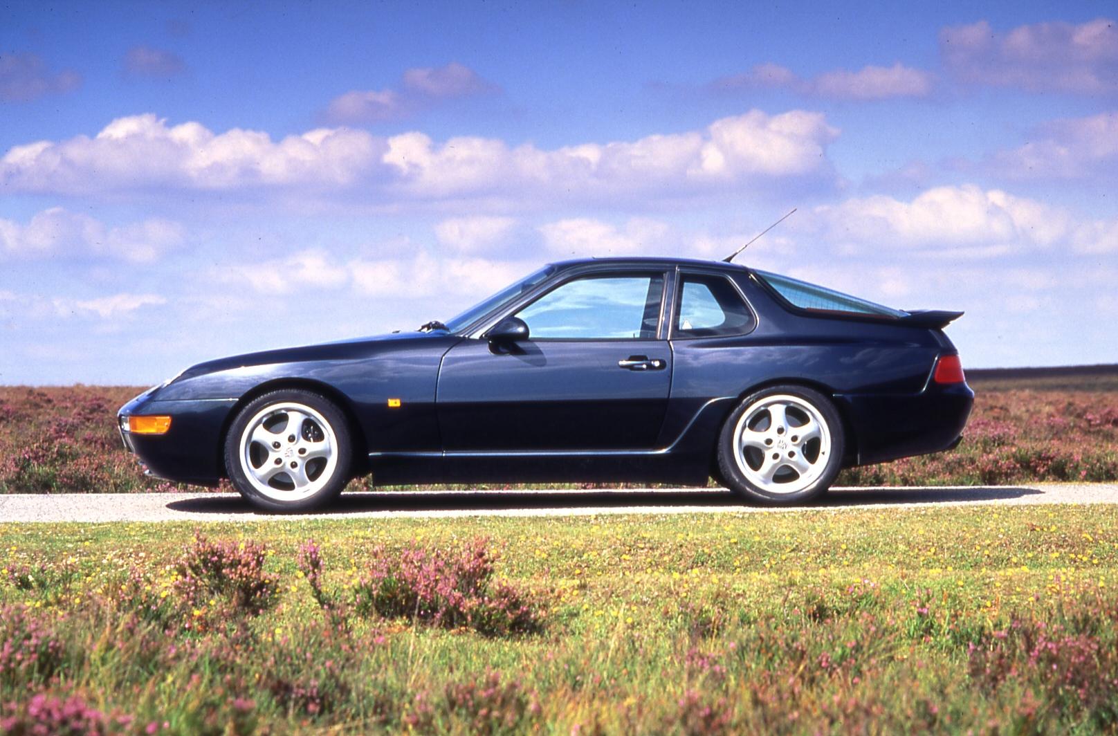 Cette 968 recevait un 4 cylindres 2.5l. Porsche reviendra à ce type d'architecture pour les remplaçantes du Boxster et du Cayman