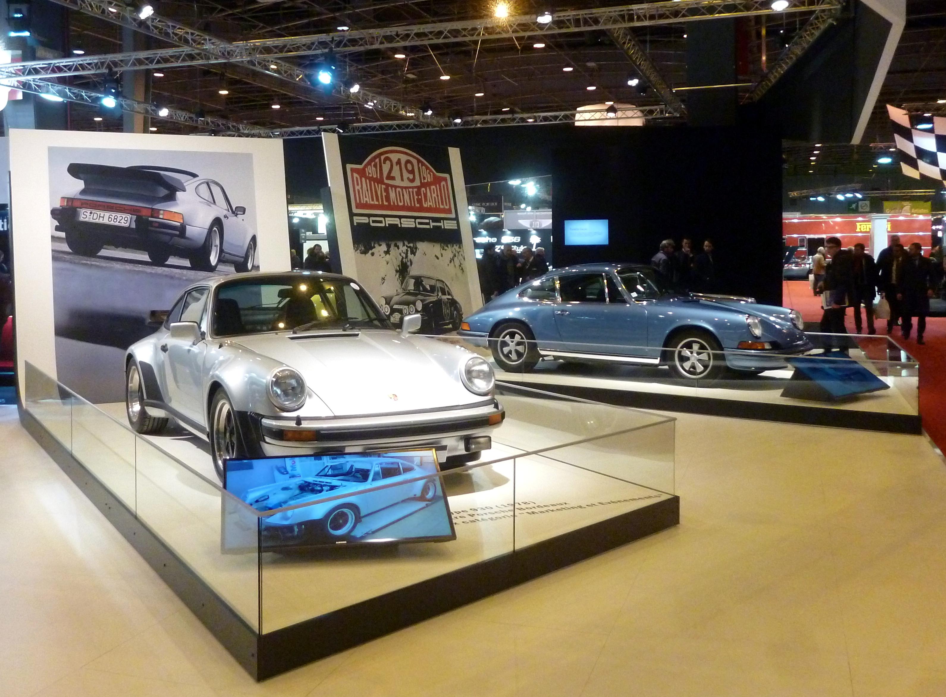 On ne se lasse pas d'admirer des Porsche 911 : 930 et 2,4 bleue gemini