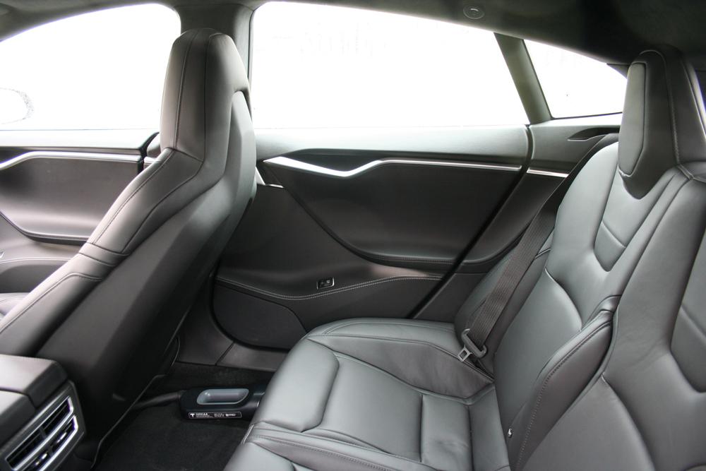 Tesla-P85D-cockpit-ar