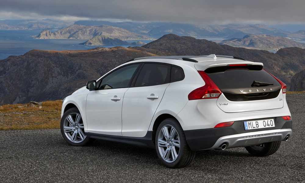 Volvo_V40_Cross_Country-montagne