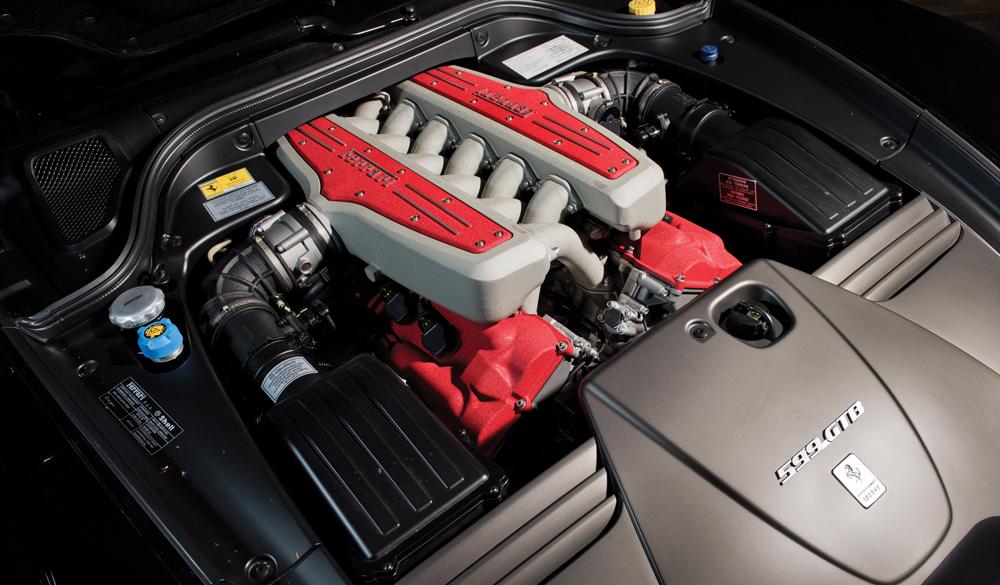 ferrari-599-moteur