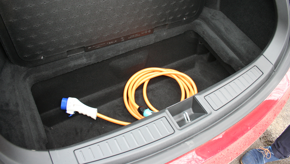 tesla-chargeur-integre