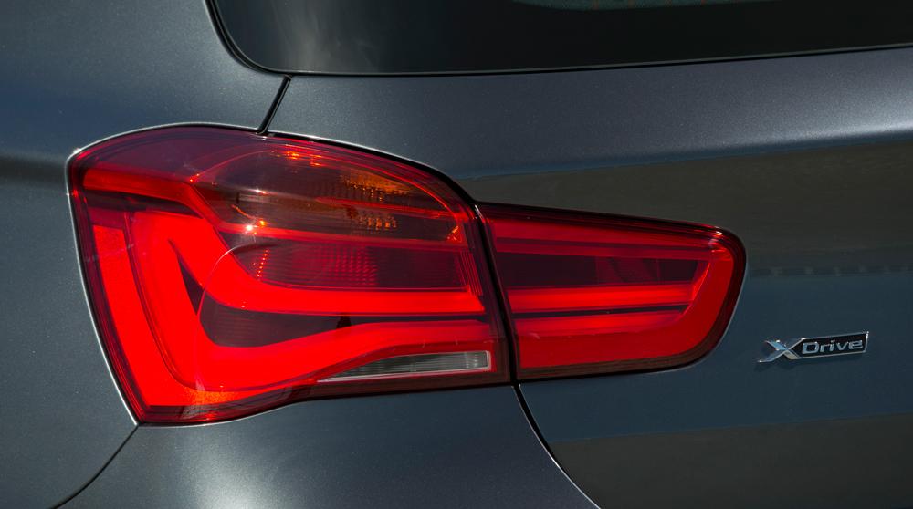 BMW_120d_xDrive_5dr_feu-arr