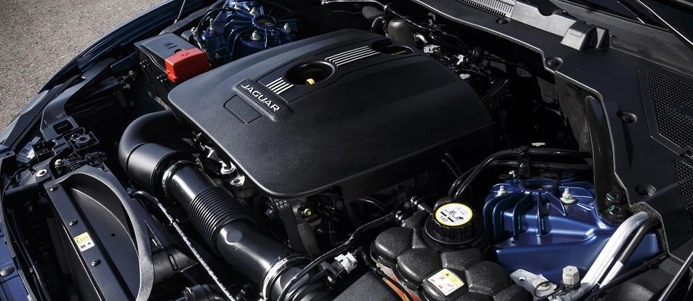 Jaguar_XE_Bluefire_moteur