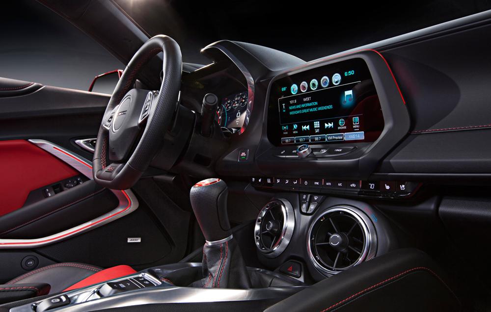 cockpit-2016-Chevrolet-Camaro-020