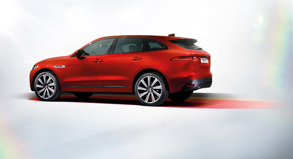 JAGUAR_FPACE_RSPORT_Studio 01-web